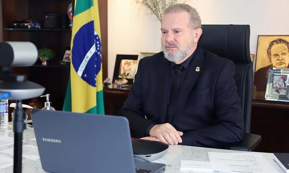 O governador Mauro Carlesse decretou nesta terça, 30, ponto facultativo no dia 1º de abril e prorrogou o trabalho remoto dos servidores do Estado por mais 15 dias (Foto: Secom/TO)