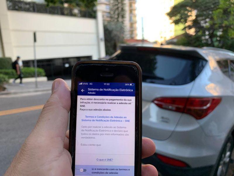 Em São Paulo, motoristas que instalaram o app da CDT já podem aderir ao sistema e garantir os descontos - (Foto: Angélica Sales/R7)