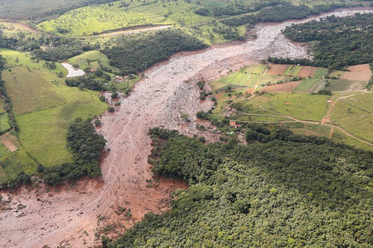 Rompimento da barragem em Brumadinho causou a morte de mais de 270 pessoas - (Foto: Isac Nóbrega/Presidência da República)