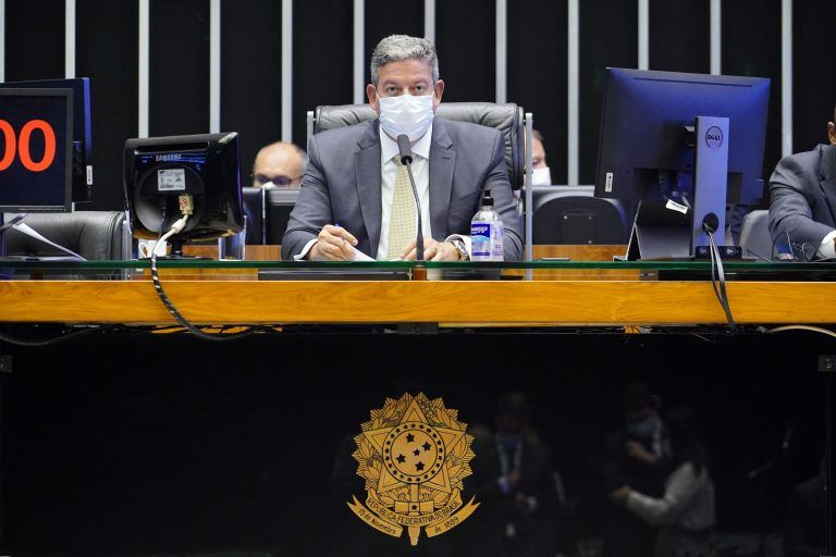 Presidente da Câmara, Arthur Lira, comanda a sessão do Plenário - (Foto: Pablo Valadares/Câmara dos Deputados)