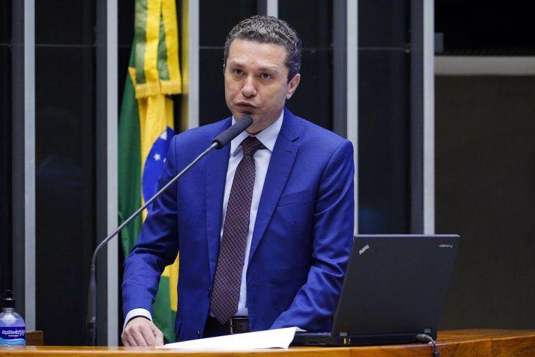 Pinato: condição econômica atual requer reformulação de normas que desoneram alguns fundos - (Foto: Pablo Valadares/Câmara dos Deputados)
