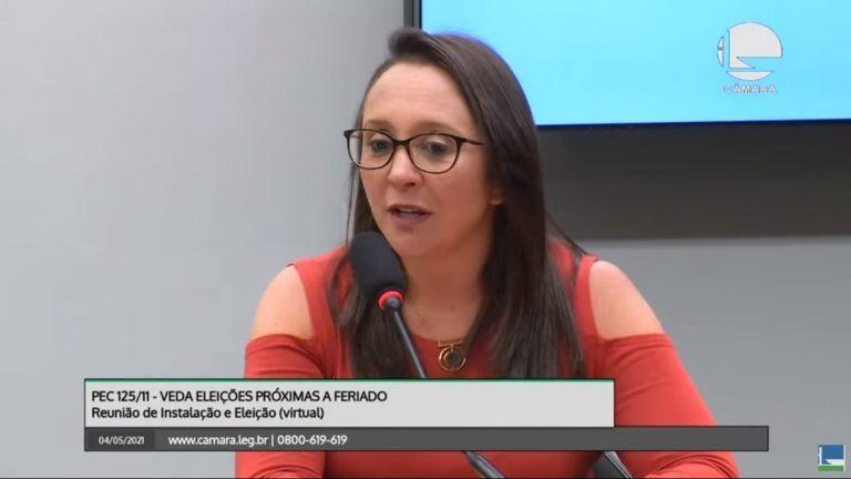 Renata Abreu, relatora da comissão, pediu diálogo - (Foto: YouTube / TV Câmara)