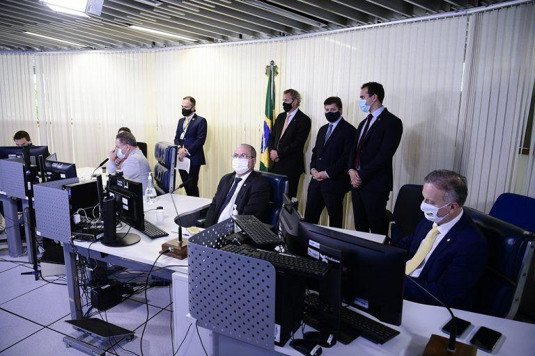 Aguinaldo Ribeiro (D) apresenta parecer à Comissão Mista da Reforma Tributária - (Foto: Pedro França/Agência Senado)