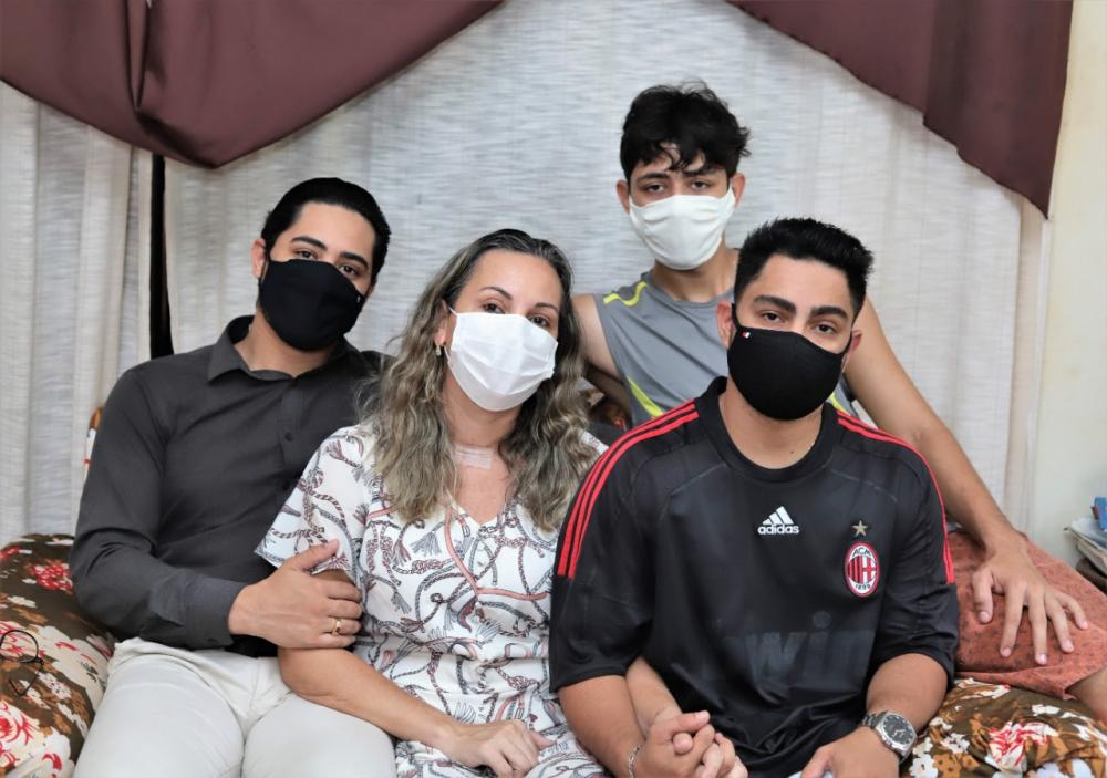 Com 75% do pulmão comprometido devido à doença, Shirlene passou 30 dias internada na UTI (Foto: Marcos Sandes)