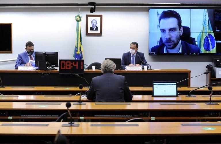 Lorenzon (no telão) acredita que a MP vai aumentar a formalidade - (Foto: Cleia Viana/Câmara dos Deputados)