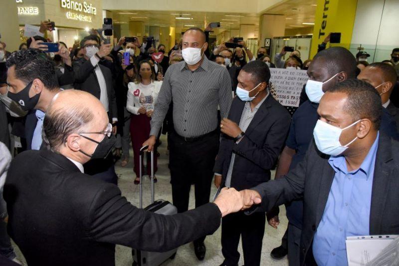 Bispo Edir Macedo recebe os pastores da Universal que voltaram de Angola - (Foto: Divulgação)