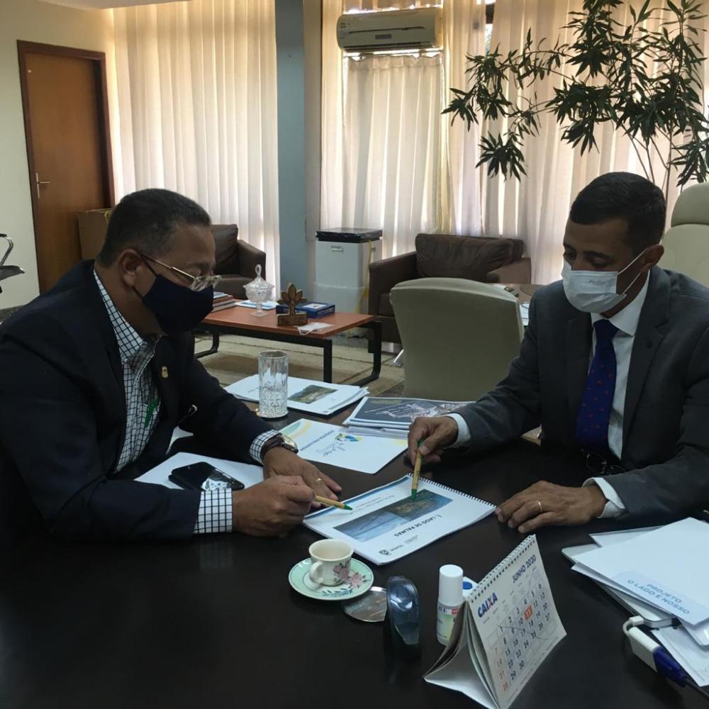 Secretário Tom Lyra apresentou as necessidades e demandas do turismo ao secretário Renato Jayme (Foto: Adetuc)