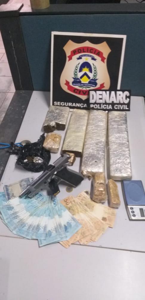 Drogas, arma de fogo, e dinheiro apreendidos pela Polícia Civil em Araguaína (Foto: SSP/TO)