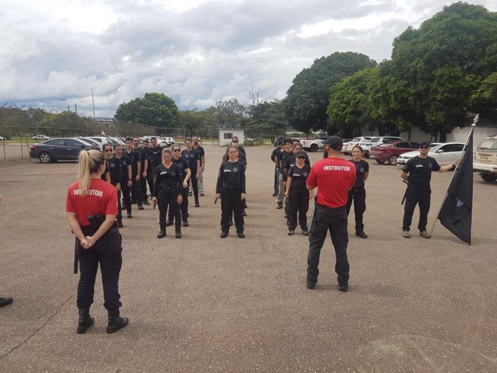 Treinamento ocorrido antes do período pandêmico para a preparação de servidores do Sistema Socioeducativo de Brasília-DF (Foto: Divulgação)