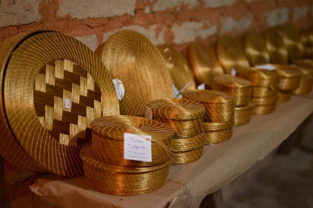 Artesãos que produzem artesanato em capim dourado no Jalapão poderão solicitar o auxílio emergencial (Foto: Flávio Cavalera)