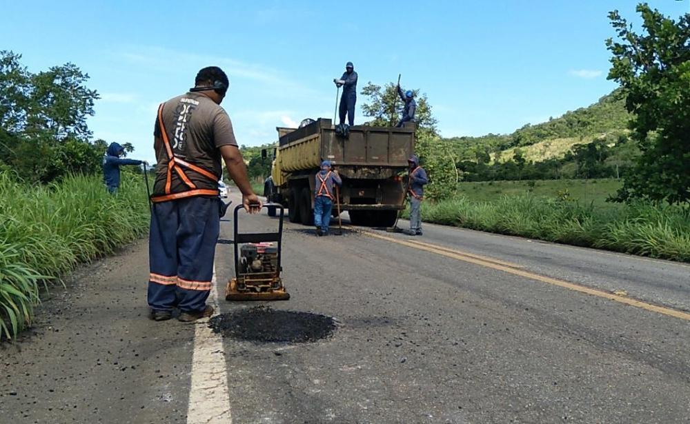 Equipes da Ageto trabalham na recuperação viária de 11 rodovias estaduais (Foto: Divulgação)