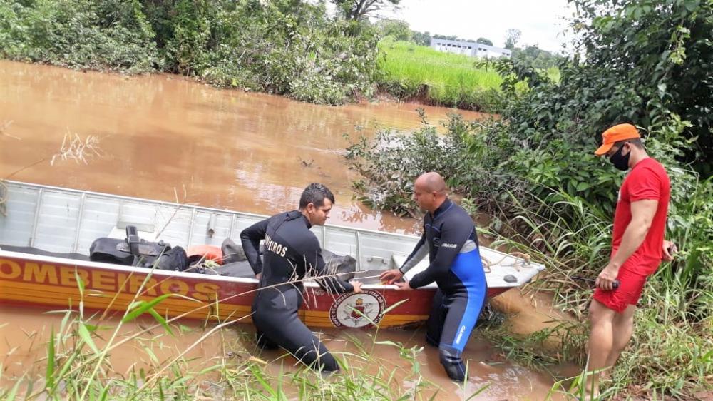 Mergulhadores encontraram o corpo da vítima a 500 metros do local onde ela se afogou (Foto: CBM/TO)