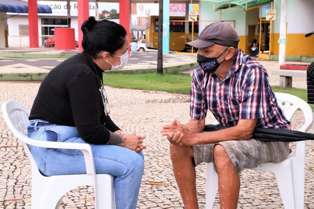 Além do Projeto Banho Solidário, as ações oferecem mais serviços aos moradores de rua nos dias 10 a 12, das 8 às 13 horas, na Praça das Bandeiras, no Centro (Foto: Marcos Sandes)
