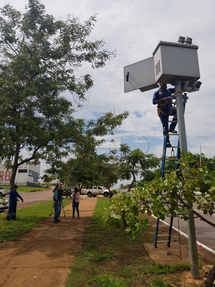 Radares fixos da Avenida Teotônio Segurado serão verificados na segunda (Foto: Cejane Borges)