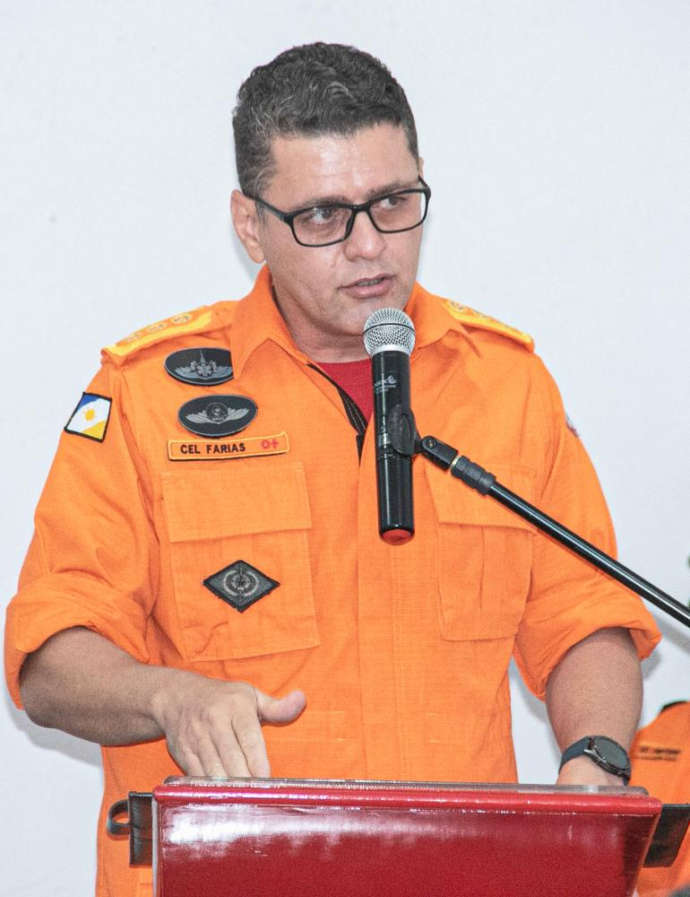 Coronel Farias, presidente da Comissão de Concurso, deseja boa sorte aos inscritos (Foto: Luiz Henrique Machado)