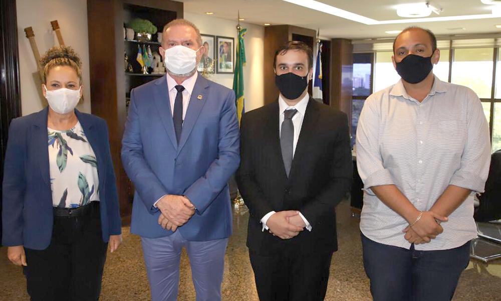 O prefeito Carlos Casarin de Colinas e a prefeita Josi Nunes de Gurupi também participaram da reunião (Foto: Washington Luiz)